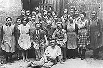 Mitarbeiter der Glasfabrik in Remda etwa um das Jahr 1930