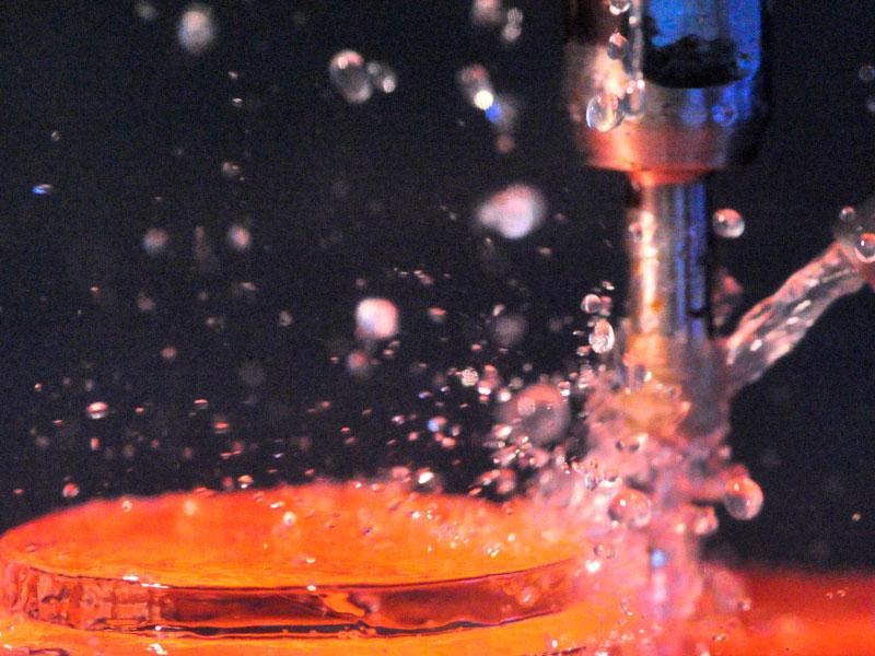 Beispiel eines Glas-Schleifprozesses an einem runden GlaskörperBeispiel eines Glas-Schleifprozesses